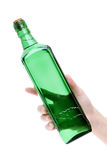 Mano que sostiene la botella de cristal Fotos de archivo libres de regalías