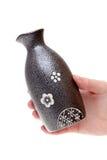 Mano que sostiene la botella del motivo Foto de archivo