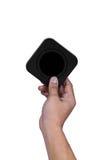 Mano que sostiene la caja negra cuadrada Imagen de archivo