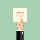 Mano que sostiene la tarjeta de papel Fotos de archivo libres de regalías