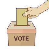Mano que sostiene la tarjeta para votar y la elección Foto de archivo