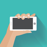 Mano que sostiene smartphone con la pantalla en blanco Fotos de archivo