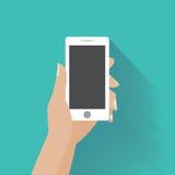Mano que sostiene smartphone con la pantalla en blanco Fotos de archivo libres de regalías