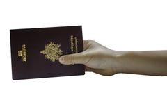 Mano que sostiene un pasaporte Imagen de archivo libre de regalías