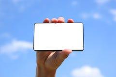 Mano que sostiene un teléfono elegante fotos de archivo libres de regalías