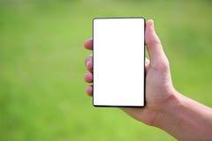 Mano que sostiene un teléfono elegante foto de archivo libre de regalías