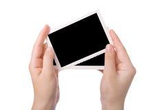 Mano que sostiene una fotografía fotografía de archivo
