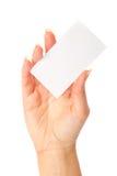 Mano que sostiene una tarjeta de visita en blanco Foto de archivo libre de regalías