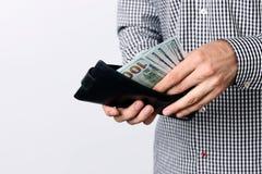 Mano que tira de 100 dólares de billetes de banco Imágenes de archivo libres de regalías