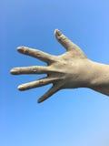 Mano sinistra umana del ` s delle donne nelle dita stirate Fotografie Stock
