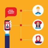 Mano social del concepto de la red que sostiene un teléfono elegante con el avatar de la gente Imagenes de archivo
