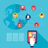 Mano social del hombre de negocios del concepto de la red que toca la pantalla de la tableta con los iconos del usuario de la web Fotos de archivo