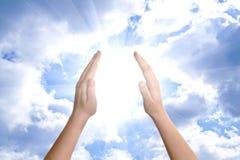 Mano, sole e nubi Immagine Stock