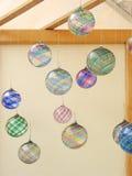 Mano-sople los ornamentos de cristal foto de archivo libre de regalías