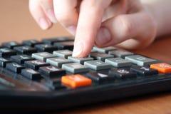 Mano sul calcolatore Immagine Stock