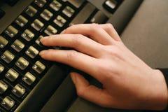 Mano sulla tastiera Fotografia Stock