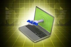 Mano a través del ordenador portátil que muestra datos Imagen de archivo libre de regalías