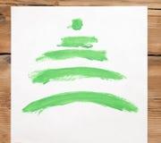 Mano variopinta che disegna l'albero di Natale verde Fotografia Stock Libera da Diritti