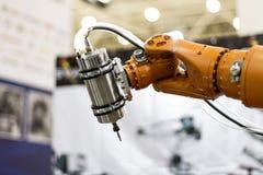 Mano y mariposa del robot Fotografía de archivo