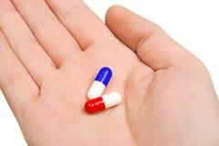 Mano y píldoras Fotografía de archivo