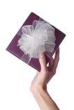 Mano y regalo Imagen de archivo libre de regalías