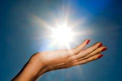Mano y sol imágenes de archivo libres de regalías