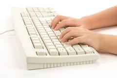 Mano y teclado del niño imágenes de archivo libres de regalías