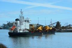Manobra do navio à doca imagens de stock royalty free