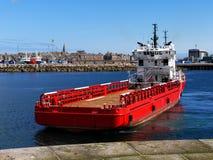 Manoeuvres en mer de bateau d'approvisionnement photographie stock libre de droits