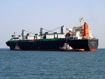 Manoeuvres en vrac de port de cargo photos libres de droits