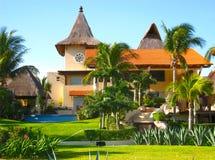 Manoir dans la ressource de vacances tropicale Images stock