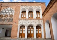 Manoir de construction historique dinasty de Qajar Asef avec des modèles et le soulagement sur les murs de briques Image libre de droits