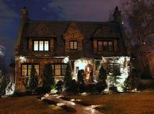 Manoir en pierre la nuit, vue de face Photo stock