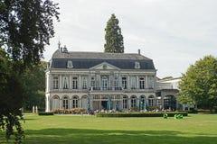 Manoir Vaeshartelt dans un beau parc vert à Maastricht photographie stock