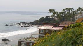 Manoirs exclusifs à la plage de Malibu à la route de Côte Pacifique clips vidéos