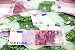 Manojo de 100 y 500 billetes de banco euro (sucios) Imagen de archivo libre de regalías