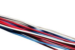Manojo de alambres eléctricos aislados en blanco Imagenes de archivo
