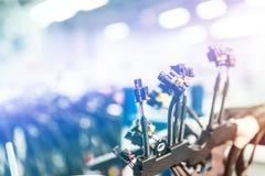 Manojo de arneses de cableado Fondo de la industria del automóvil con el espacio de la copia, efecto luminoso fotografía de archivo libre de regalías