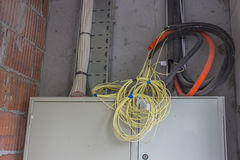 Manojo de cables que esperan una conexión Imagen de archivo