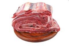 Manojo de carne cruda en la madera Foto de archivo