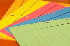 Manojo de carpetas de relleno coloridas imagen de archivo