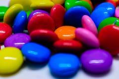 Manojo de chocolates coloridos imágenes de archivo libres de regalías