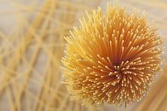 Manojo de espagueti crudo Fotografía de archivo libre de regalías