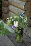Manojo de flores en el vidrio Fotografía de archivo libre de regalías