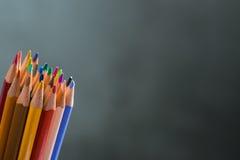 Manojo de lápices del color en un soporte Imagen de archivo