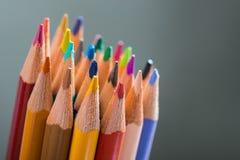 Manojo de lápices del color en un soporte Foto de archivo