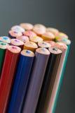 Manojo de lápices del color en un soporte Fotos de archivo