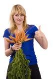 Manojo de la explotación agrícola de la muchacha de zanahorias y de demostraciones OK fotografía de archivo libre de regalías