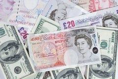 Manojo de libras británicas y de dólares Fotos de archivo libres de regalías