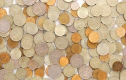 Manojo de monedas en blanco Foto de archivo